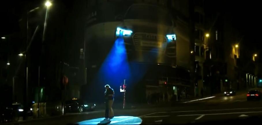 Biển quảng cáo Audi giúp bảo vệ người qua đường 2