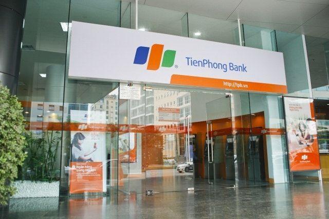bien-hop-den-tien-phong-bank